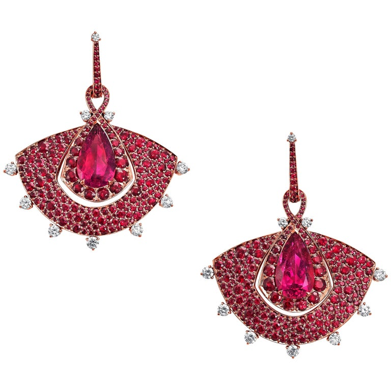 The Out of Africa collection from VANLELES is dedicated, entirely, to the beauty of Mozambique's rubies and rubellites. The bold use of a singular colour with ever so slightly differing hues, gives each piece a confident, contemporary feel, whilst