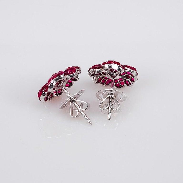 Modern Earrings Diamond Stud 18 Karat White Gold For Sale