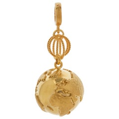 Earth 18 Karat Yellow Gold Pendant