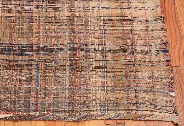 Earth Tone Vintage Persian Kilim Rug. Size: 7 ft 10 in x 11 ft 5 in In Good Condition For Sale In New York, NY