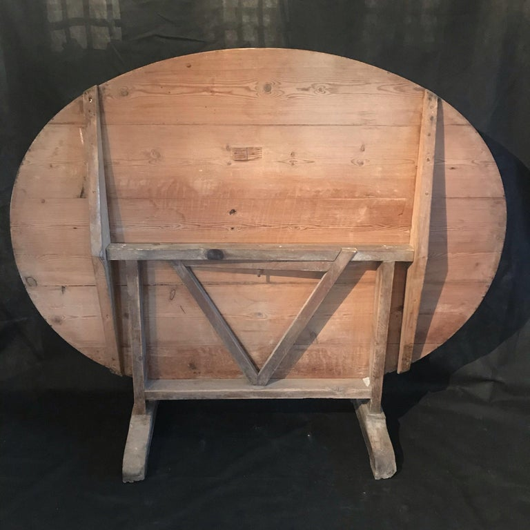 Large French oval wine tasting table, also known as a vendage or vigeron