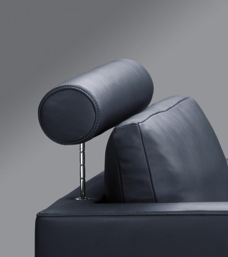FSM easy sofa by De Sede. Create new free spaces. So much, in fact, that even two people can relax next to one another. The seating depth can be increased up to 20 cm. The armrests can be inclined in three stages and offer individualized relaxing