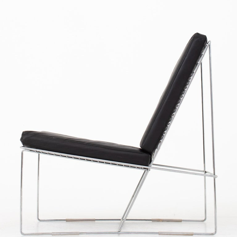 Easy chair with cushions in original, black leather and frame in chromed steel. Maker Hybodan.