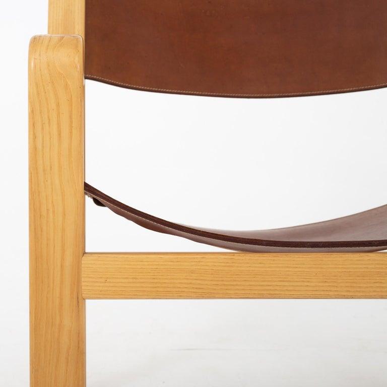 Easy Chair in Original Leather by Hans J. Wegner In Fair Condition For Sale In Copenhagen, DK