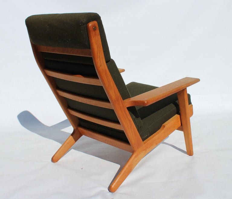 Easy Chair with Tall Back, Model GE290A, by Hans J. Wegner and GETAMA In Good Condition For Sale In Lejre, DK