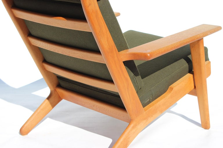 Mid-20th Century Easy Chair with Tall Back, Model GE290A, by Hans J. Wegner and GETAMA For Sale