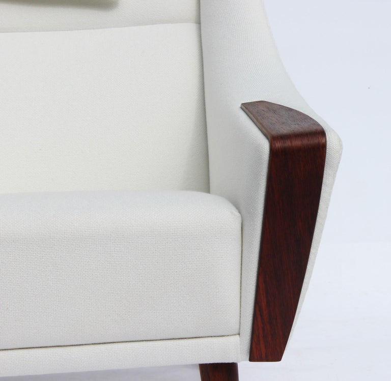 Scandinavian Modern Easy Chair with Tall Back Upholstered in White Fabric, Danish Design, 1960s For Sale