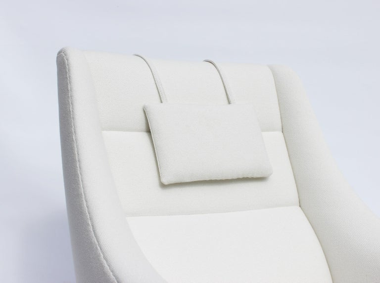 Easy Chair with Tall Back Upholstered in White Fabric, Danish Design, 1960s For Sale 1