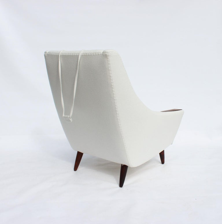 Easy Chair with Tall Back Upholstered in White Fabric, Danish Design, 1960s For Sale 2