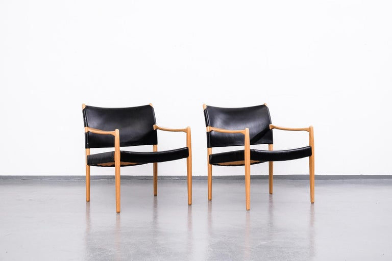 Scandinavian Modern Easy Chairs Model
