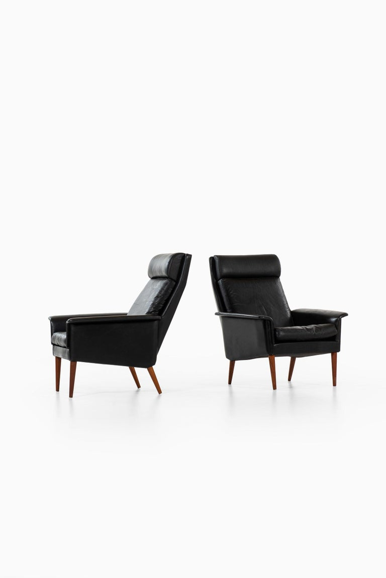 A pair of easy chairs by unknown designer. Produced in Denmark.