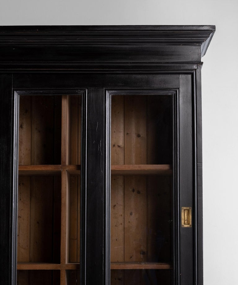 Ebonised Museum Cabinet In Good Condition For Sale In Culver City, CA