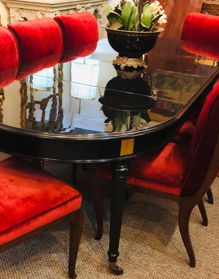 Early 20th Century Ebony Lacquered Hollywood Regency Louis XVI Style Crank Dining Table M. Jansen For Sale