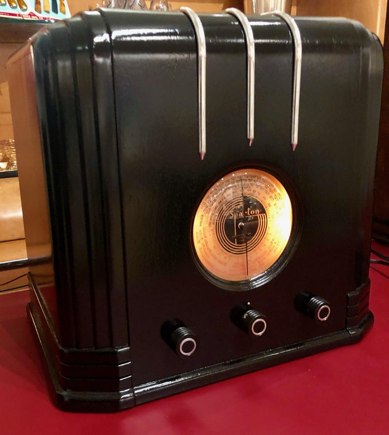 """Rare 1936 517-B Sparton """"Cube"""" with the ebony lacquer finish plus chrome trim, a rare Art Deco radio. Manufactured by the Sparks-Withington Company of Jackson, Michigan and was the creation of renowned Industrial designer Walter Dorwin Teague. This"""