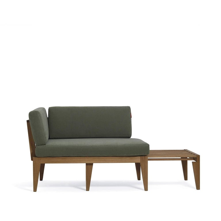 As its name suggests, this remarkable sofa is distinctive for its versatility that allows it to be used as armchair, small bed and coffee table. This is the result of the elaborated design of its double structure made of two identical elements that