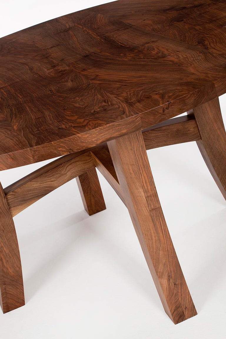 Round dining table in solid walnut. 