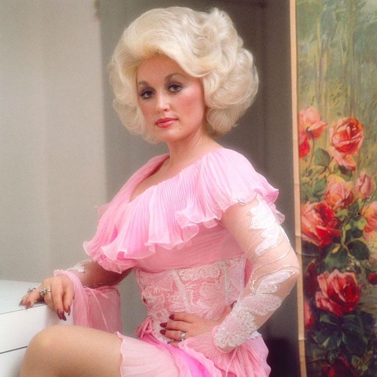 Dolly Parton, 1978 (Ed Caraeff - Colour Photography) - Brown Color Photograph by Ed Caraeff