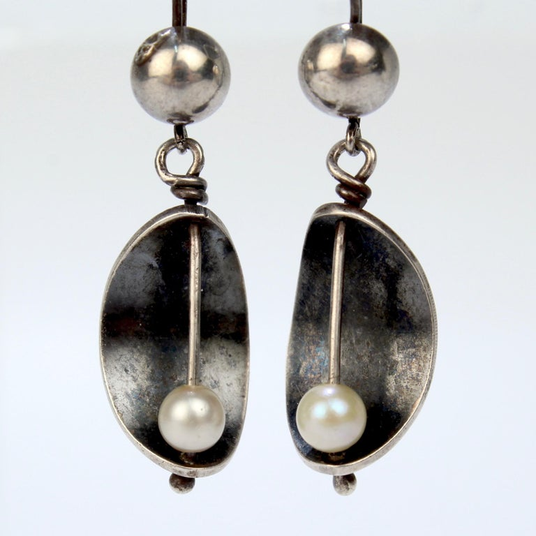 Ed Wiener Modernist Sterling Silver and White Pearl Dangle Earrings In Good Condition For Sale In Philadelphia, PA