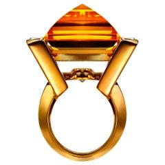 43 Carat Citrine, Cognac Diamond and 18K Gold Geometric Pyramid Ring by Édéenne