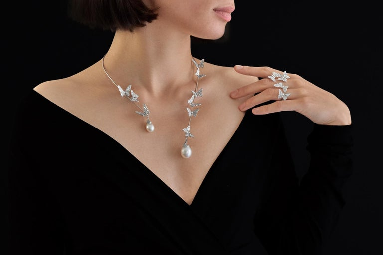 Brilliant Cut Édéenne Butterfly Set of Diamonds and Pearl 18 Karat Gold Necklace and Ring For Sale