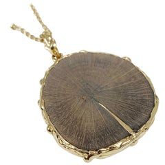 Édéenne Slice of Wood 18K Yellow Gold Pendant with Kintsugi motif