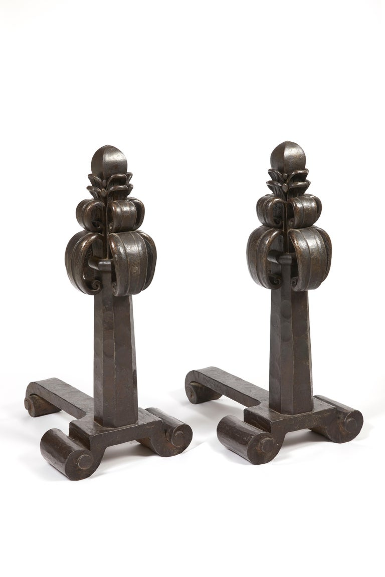 Pair of massive andirons, circa 1920 A pair of hammered wrought iron andirons, decorated with pinnacles and scrolls. Signed. Measures: H 80 cm (H 31.5 in).