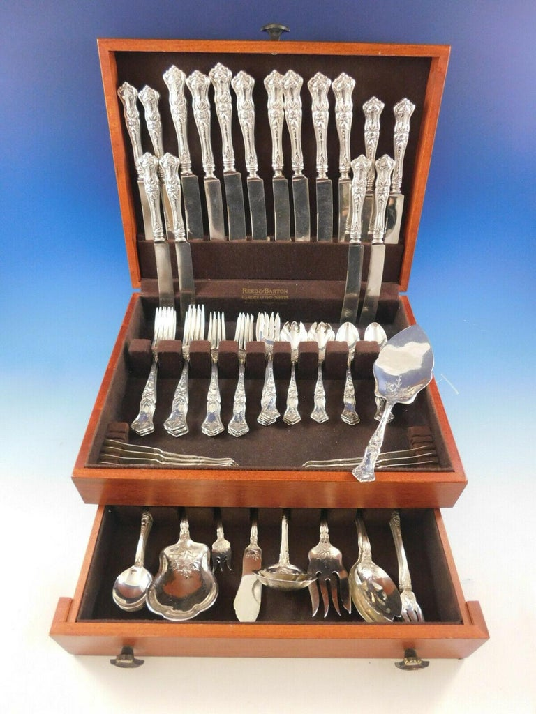 Superb Edgewood by International, circa 1909, dinner & luncheon sterling silver flatware set - 89 pieces. This pattern features gorgeous maple leaves that flow down from the handles to above the tines, into the spoon bowls, and onto the serving