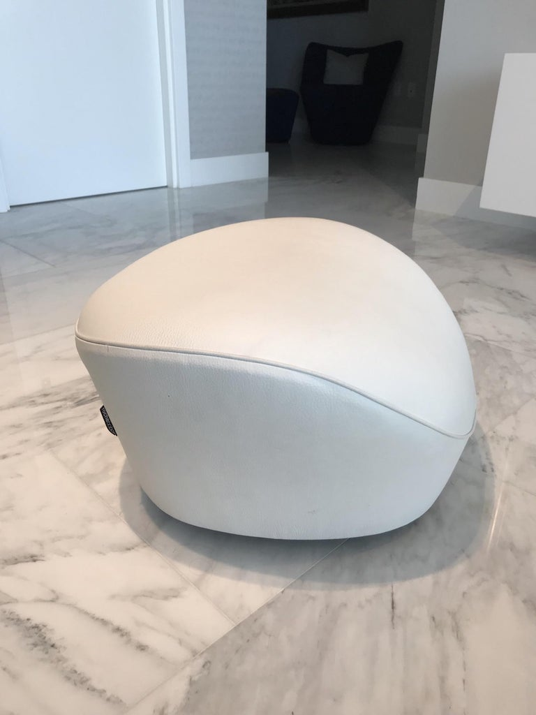 Edito Swivel Lounge Chair in White Leather by Roche Bobois For Sale 6