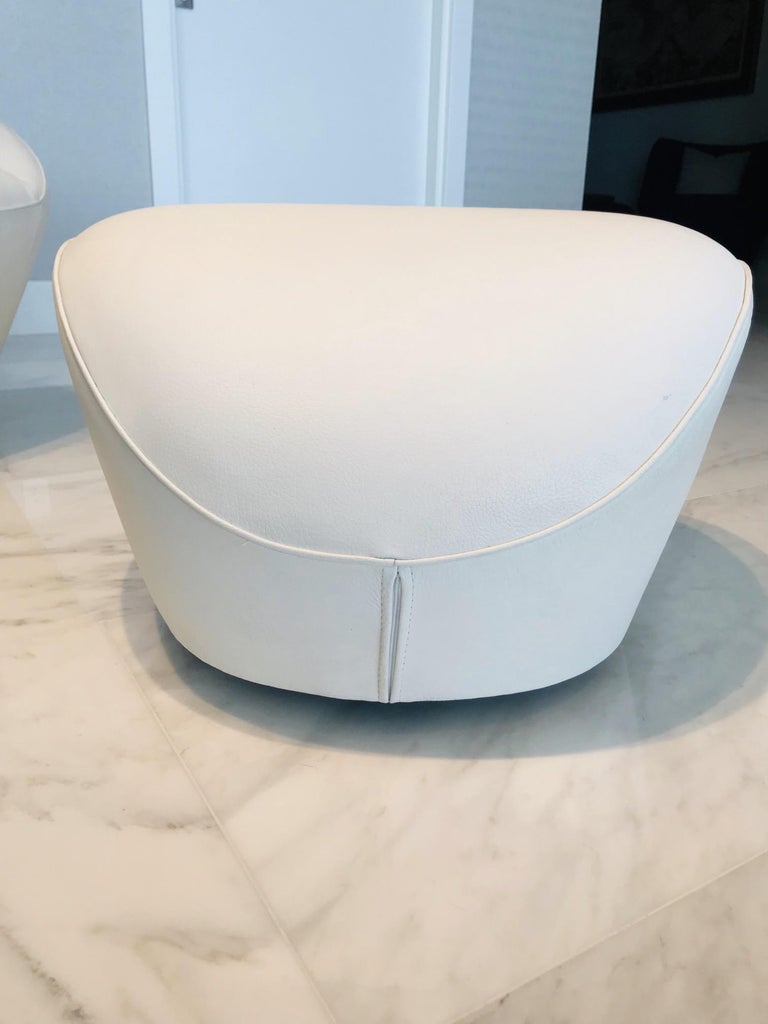 Edito Swivel Lounge Chair in White Leather by Roche Bobois For Sale 8