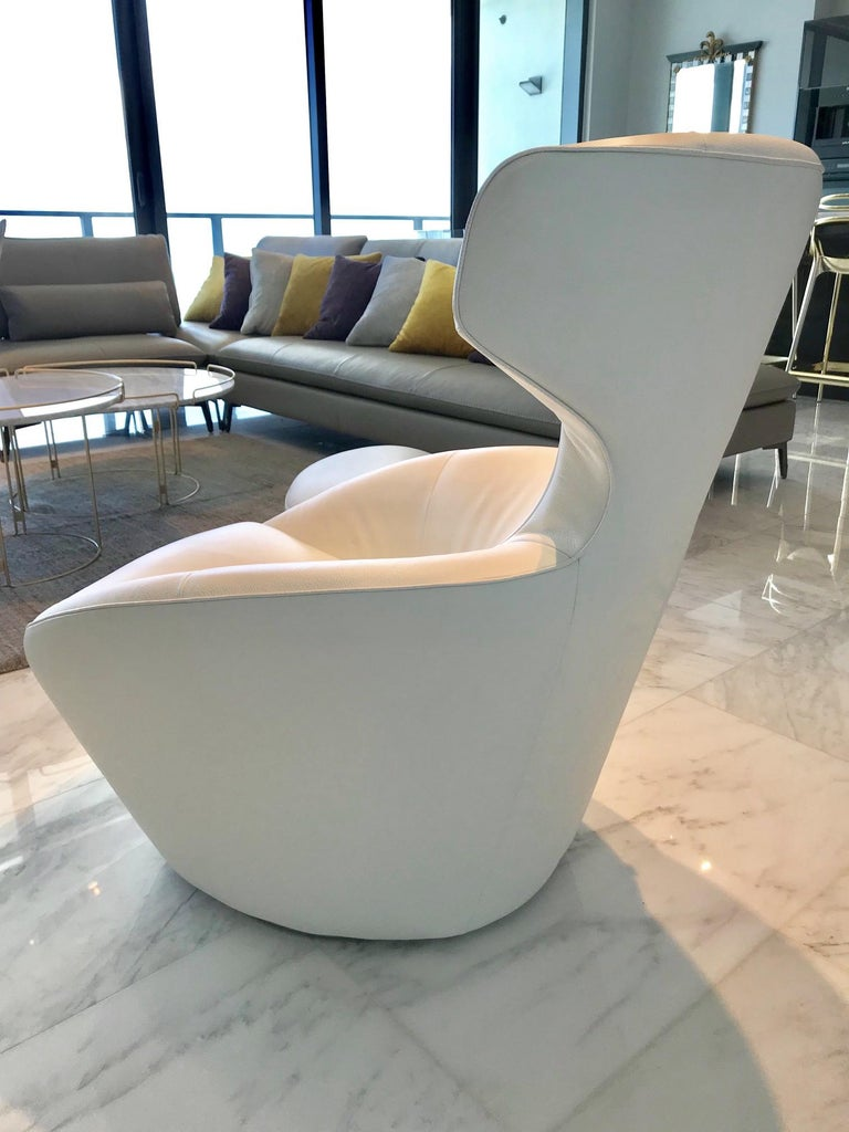 Polished Edito Swivel Lounge Chair in White Leather by Roche Bobois For Sale