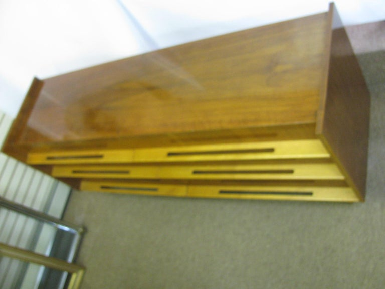 Edmond Spence Mid-Century Modern Long Dresser Walnut & Birch Made In Sweden For Sale 4