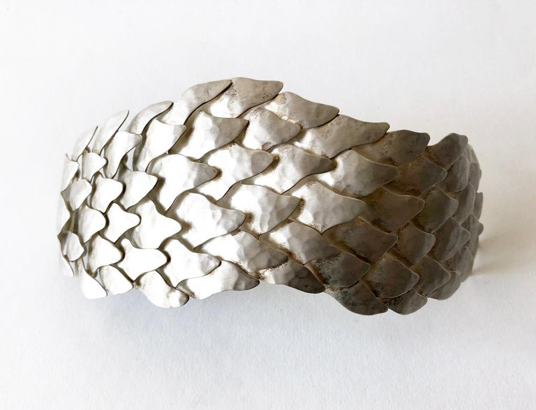 Women's Eduardo Herrera Undulating Matte Silver Scales Bracelet For Sale