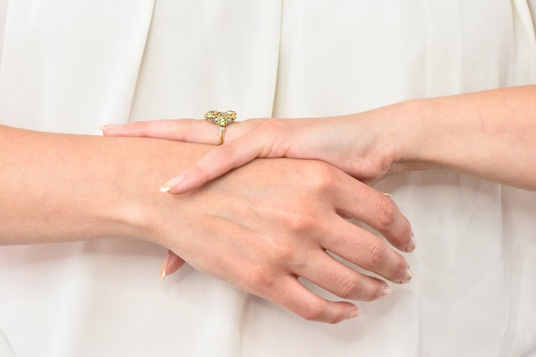 Edward Oakes Arts & Crafts 2.15 Carat Peridot 18 Karat Two-Tone Gold Ring For Sale 4