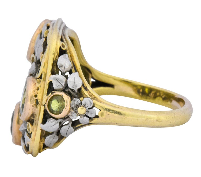 Edward Oakes Arts & Crafts 2.15 Carat Peridot 18 Karat Two-Tone Gold Ring In Excellent Condition For Sale In Philadelphia, PA