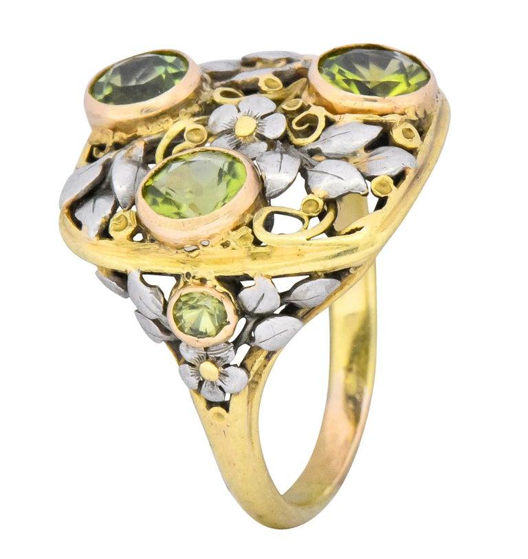 Edward Oakes Arts & Crafts 2.15 Carat Peridot 18 Karat Two-Tone Gold Ring For Sale 2