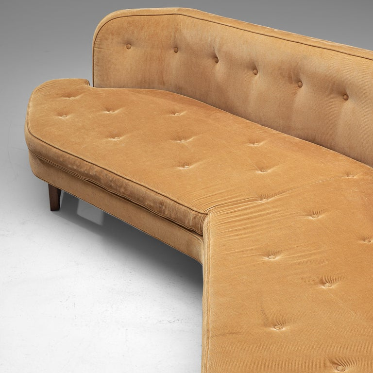 Edward Wormley Angled 'Janus' Sofa in Yellow Fabric In Good Condition For Sale In Waalwijk, NL