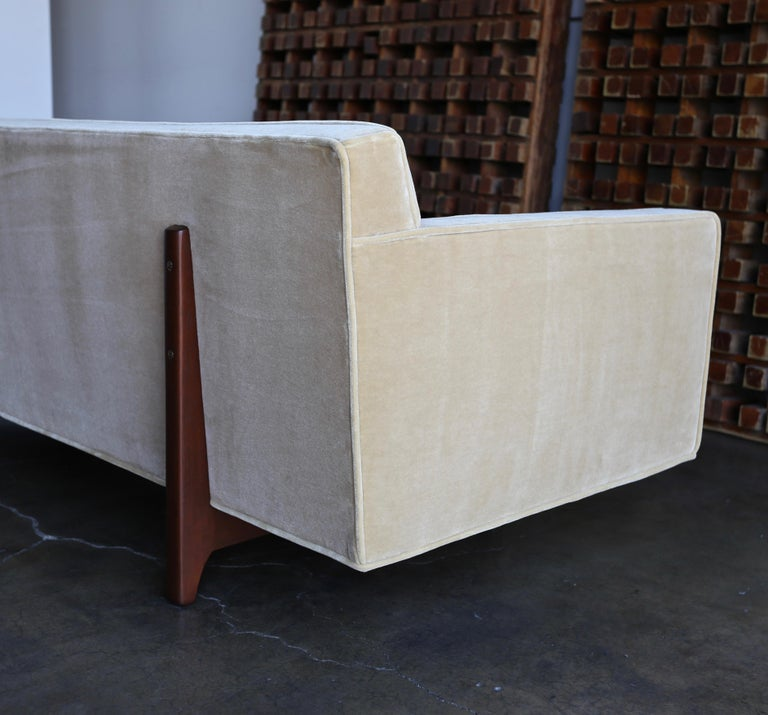Edward Wormley Bracket Back Sofa for Dunbar, circa 1955 In Good Condition For Sale In Costa Mesa, CA