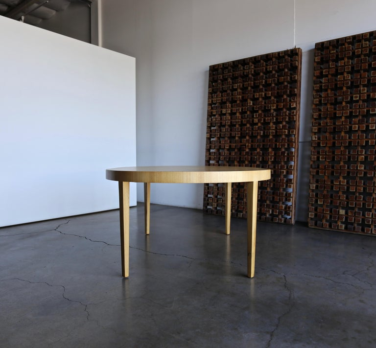 Edward Wormley Dining Table for Dunbar, circa 1950 In Good Condition For Sale In Costa Mesa, CA
