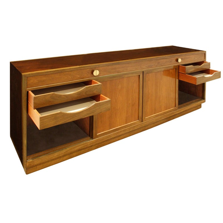 Hand-Crafted Edward Wormley Elegant Credenza in Walnut and Mahogany 1960s, Signed For Sale
