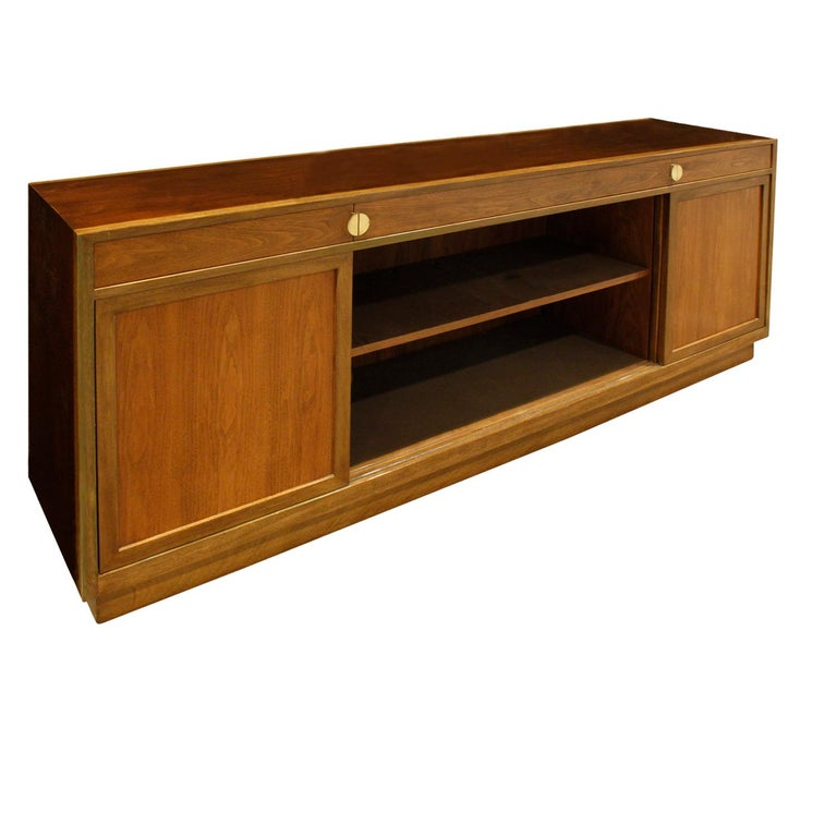 Edward Wormley Elegant Credenza in Walnut and Mahogany 1960s, Signed In Excellent Condition For Sale In New York, NY