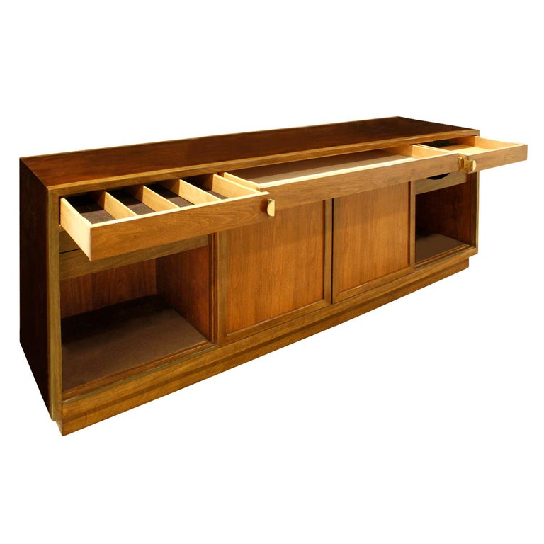Mid-20th Century Edward Wormley Elegant Credenza in Walnut and Mahogany 1960s, Signed For Sale