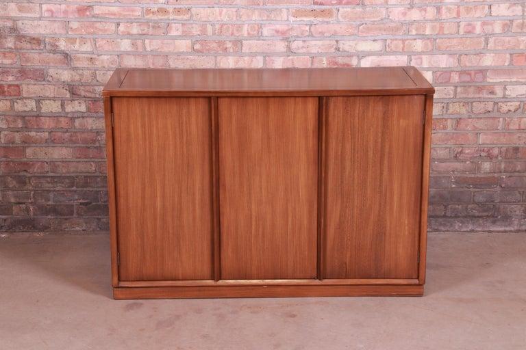 Mid-Century Modern Edward Wormley for Drexel Precedent Elm Wood Sideboard or Bar Cabinet, 1950s For Sale