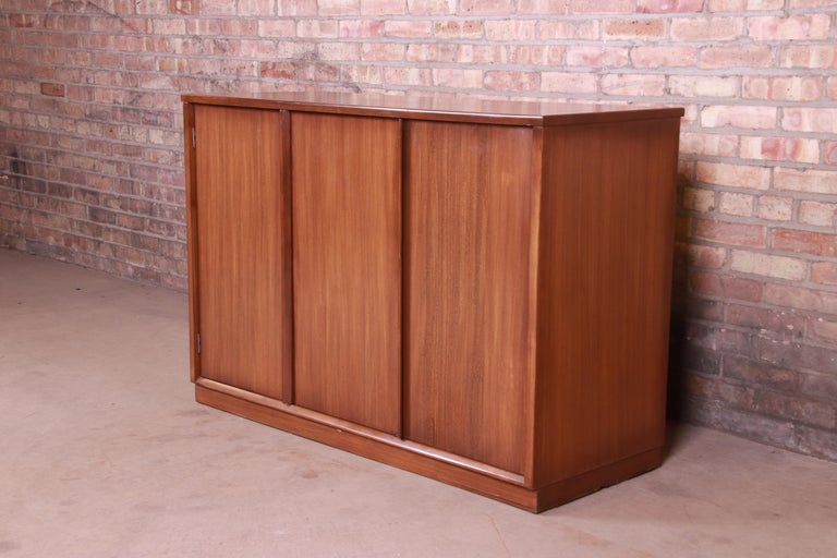 American Edward Wormley for Drexel Precedent Elm Wood Sideboard or Bar Cabinet, 1950s For Sale