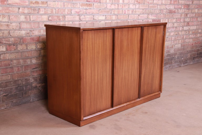 Mid-20th Century Edward Wormley for Drexel Precedent Elm Wood Sideboard or Bar Cabinet, 1950s For Sale