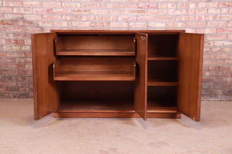 Edward Wormley for Drexel Precedent Elm Wood Sideboard or Bar Cabinet, 1950s For Sale 1