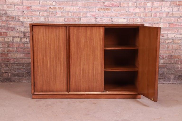 Edward Wormley for Drexel Precedent Elm Wood Sideboard or Bar Cabinet, 1950s For Sale 3