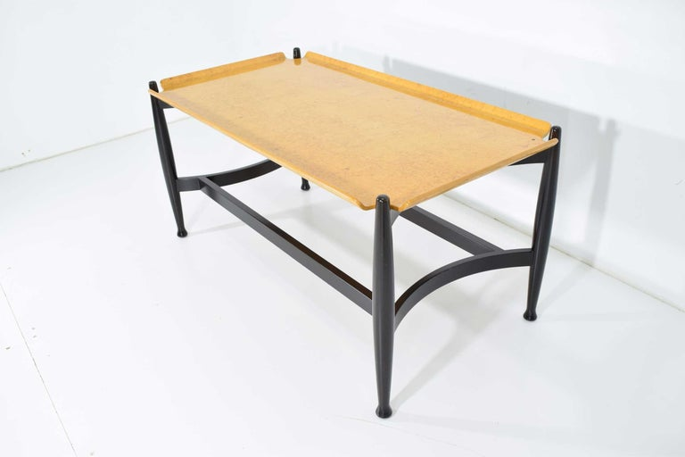 Edward Wormley for Dunbar Figured Maple and Rosewood Cocktail Table In Good Condition For Sale In Dallas, TX