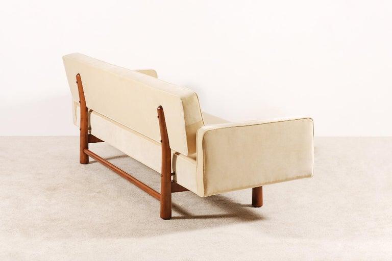 Edward Wormley for Dunbar, Sofa Model 5316 Reupholstered, circa 1950 1