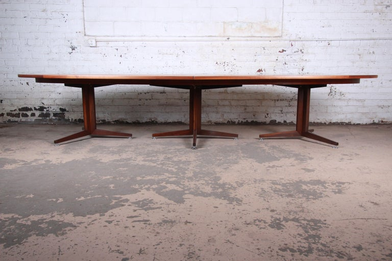 Mid-Century Modern Edward Wormley for Dunbar Walnut Elliptical Conference or Dining Table, 1960s For Sale