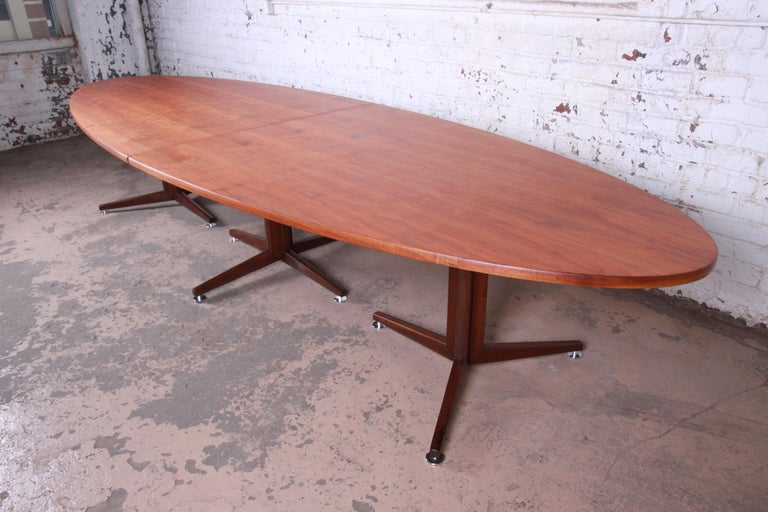 Edward Wormley for Dunbar Walnut Elliptical Conference or Dining Table, 1960s In Good Condition For Sale In South Bend, IN